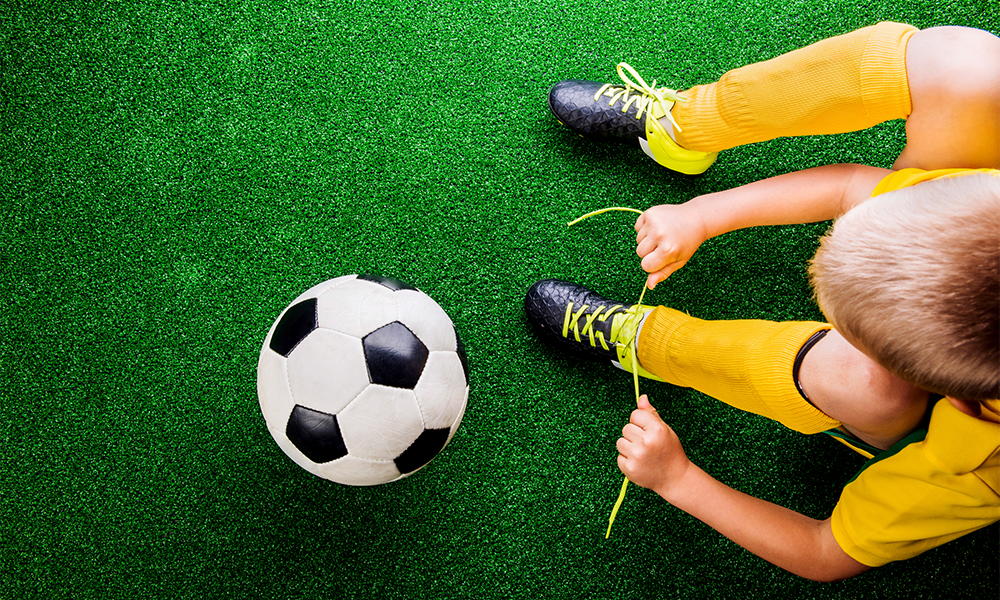 Mom's Easy Shoe Tying Tutorial For Kids Goes Viral